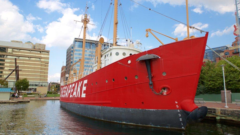 Lightship Chesapeake ofreciendo una marina y una ciudad