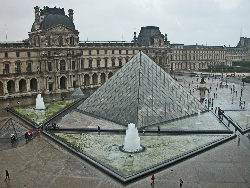 Louvre-pyramide-1024x768.jpg