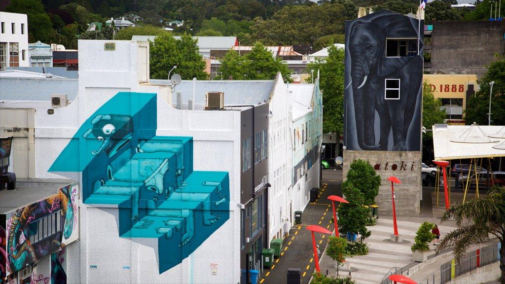 Nueva Plymouth que incluye escenas urbanas y arte al aire libre