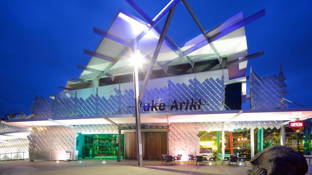 Puke Ariki ofreciendo escenas nocturnas y arquitectura moderna