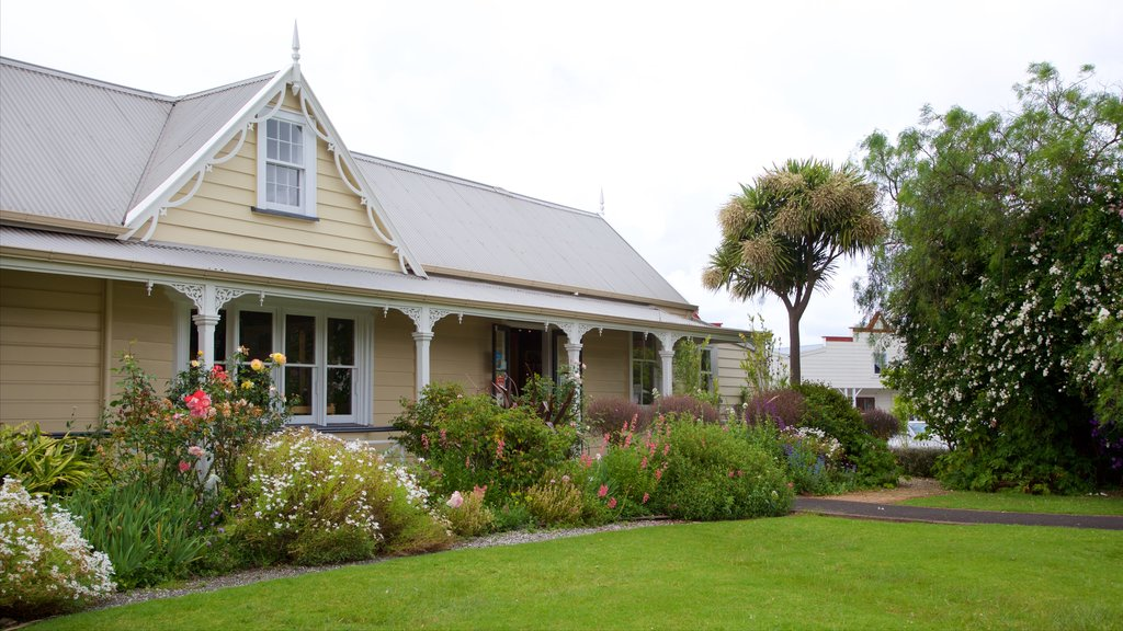 Whangarei ofreciendo patrimonio de arquitectura, una casa y un parque