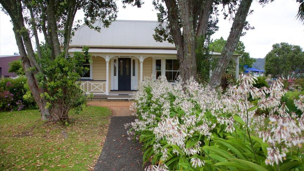 Whangarei que incluye una casa, un parque y patrimonio de arquitectura