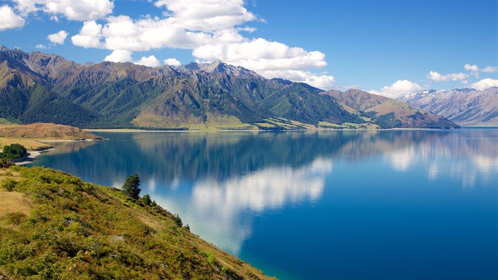 Lake Hawea que incluye montañas y un lago o abrevadero