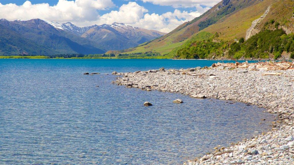 Wanaka mostrando montañas y un lago o abrevadero