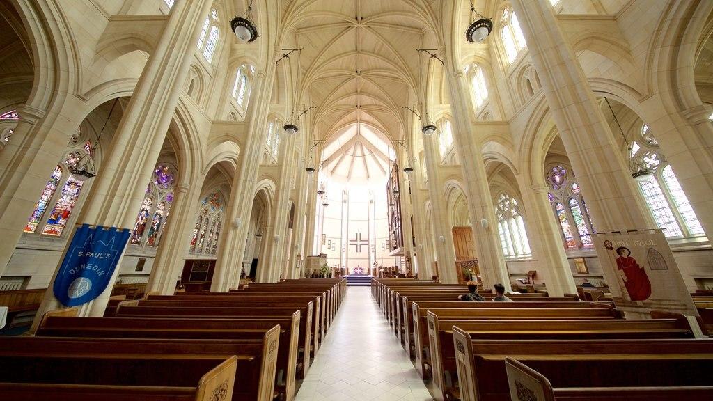 Catedral de San Pablo mostrando una iglesia o catedral y vistas interiores