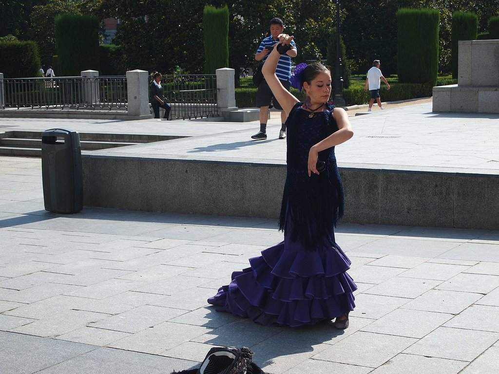 1440px-Flamenco_dance_in_street_of_Madrid__Spain.jpg?1568190023