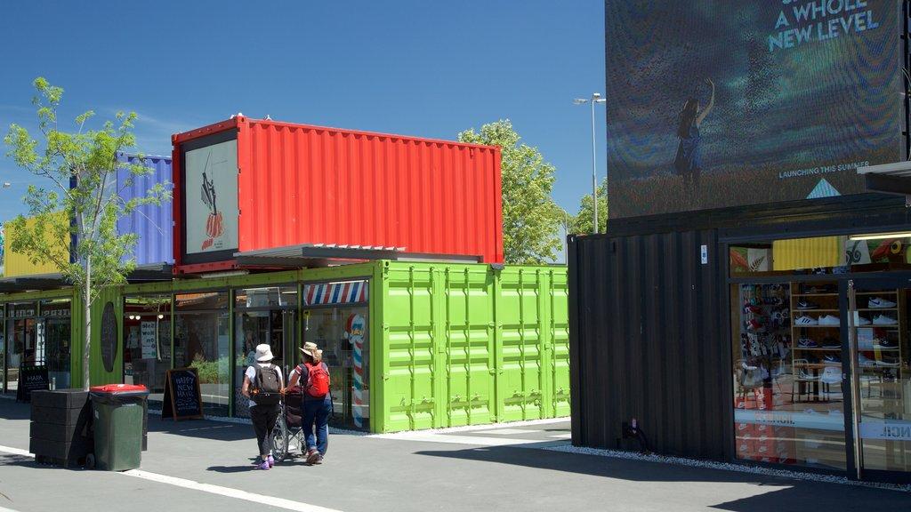 Centro comercial Restart mostrando arte al aire libre