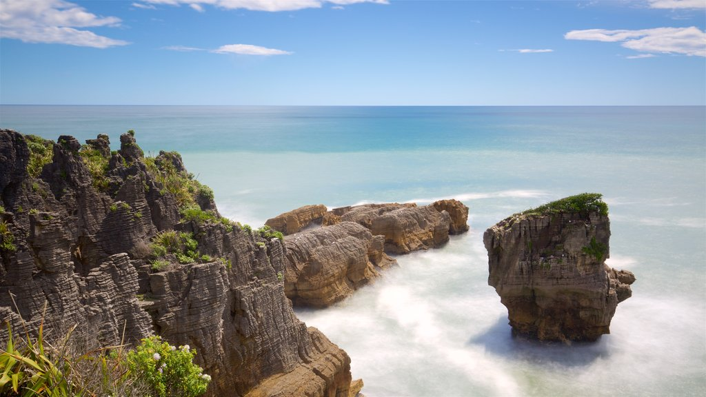 Pancake Rocks which includes rocky coastline