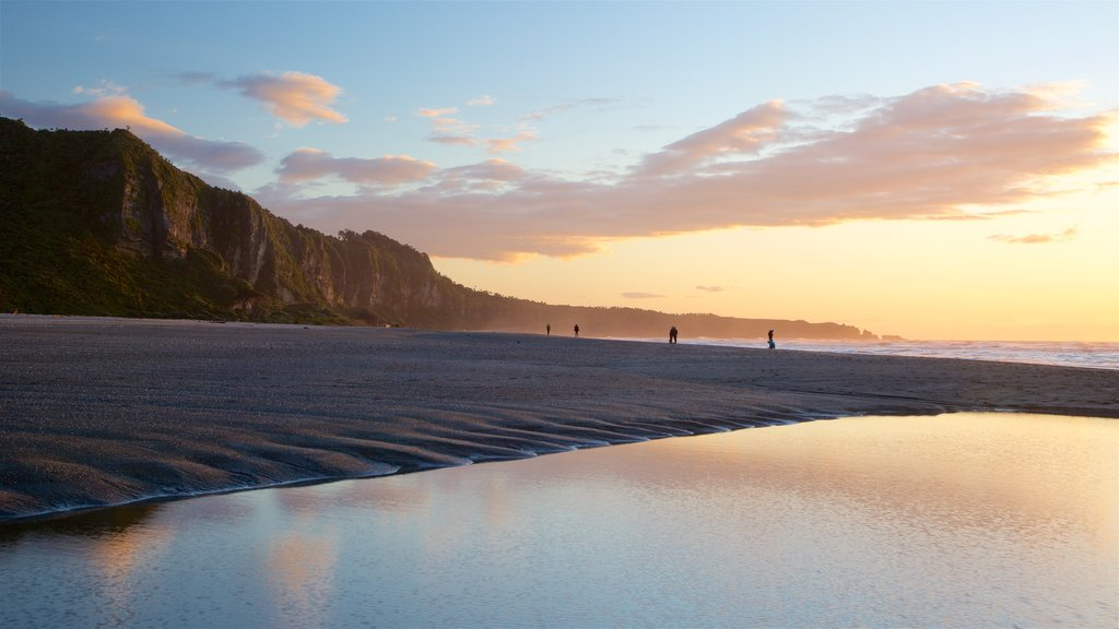 Punakaiki showing general coastal views, landscape views and a sunset