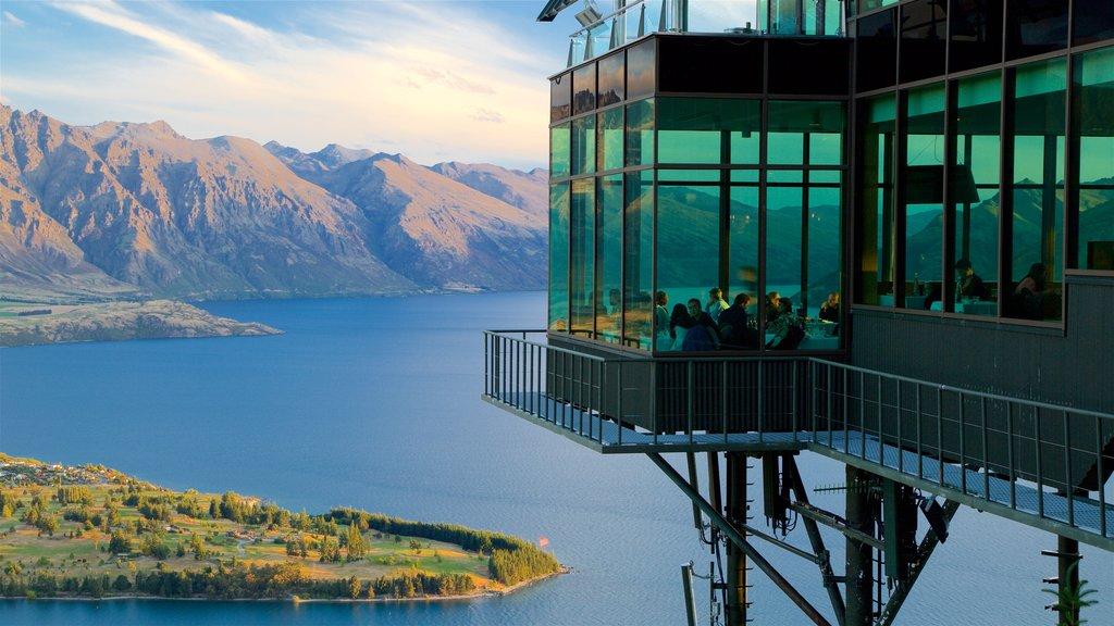 Skyline Gondola ofreciendo montañas, vistas y salir a cenar
