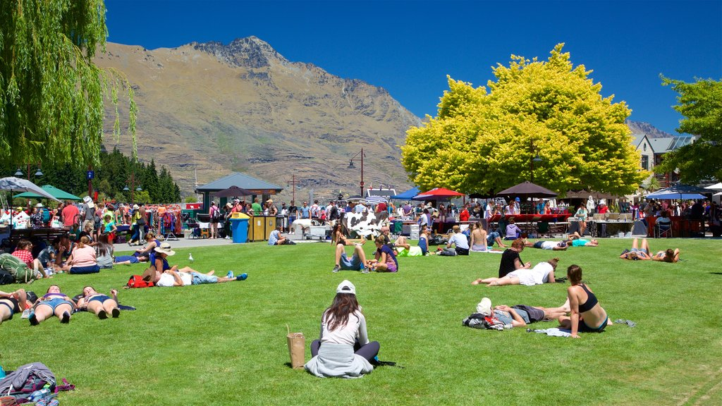 Otago which includes a garden, mountains and markets