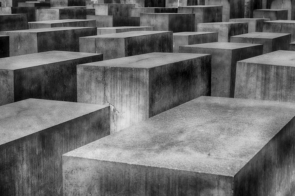 holocaust-1621728_1920.jpg?1536751525