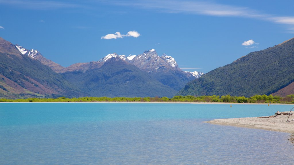 Glenorchy showing a lake or waterhole, mountains and a pebble beach