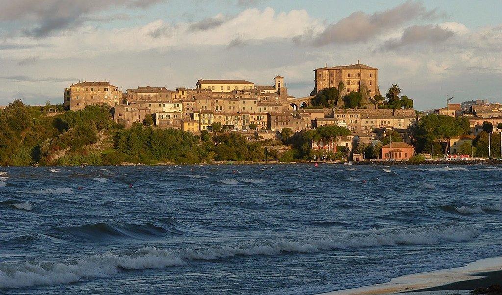 1200px-01010_Capodimonte__Province_of_Viterbo__Italy_-_panoramio.jpg?1559557021