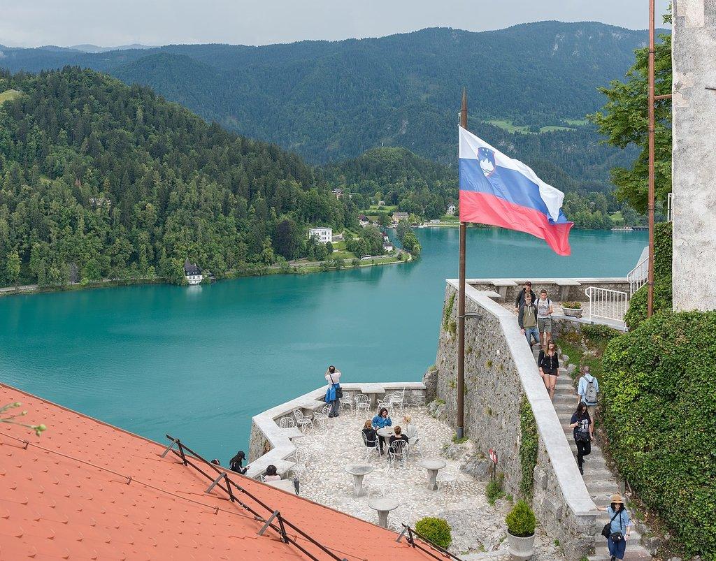 1377px-Castle_Bled_%2845353068655%29.jpg?1560950877