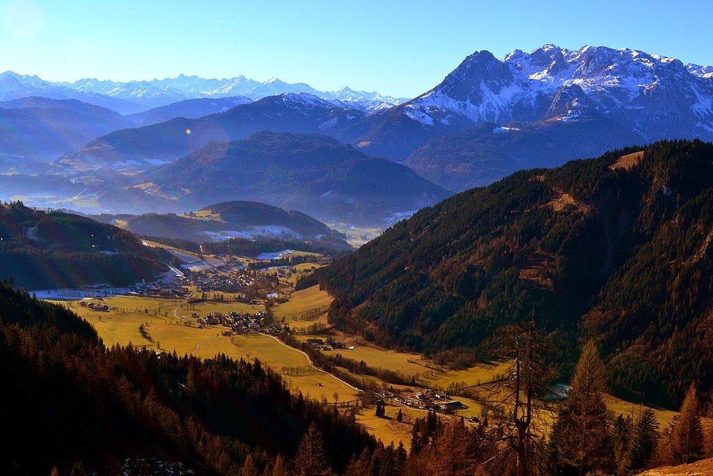 1080px-Hiking_In_Salzburg_%28133940933%29.jpeg?1564055004