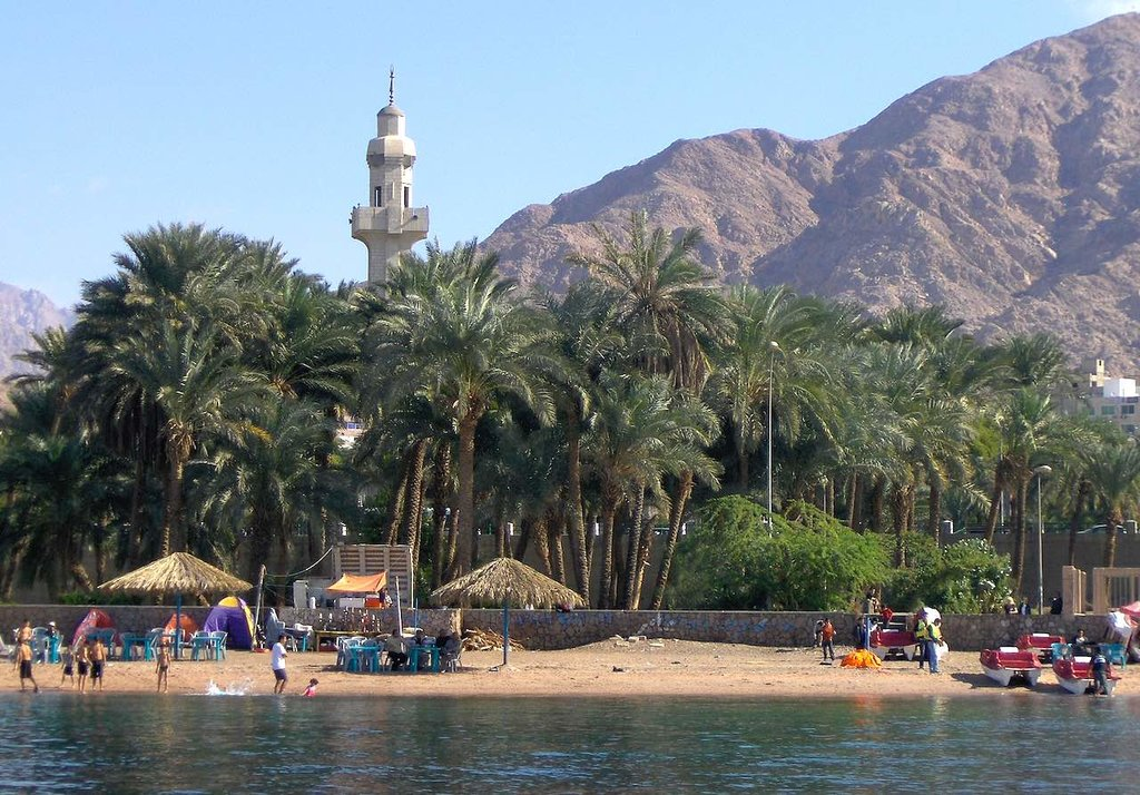 1628px-Aqaba_beach_-_panoramio.jpg?1565143078