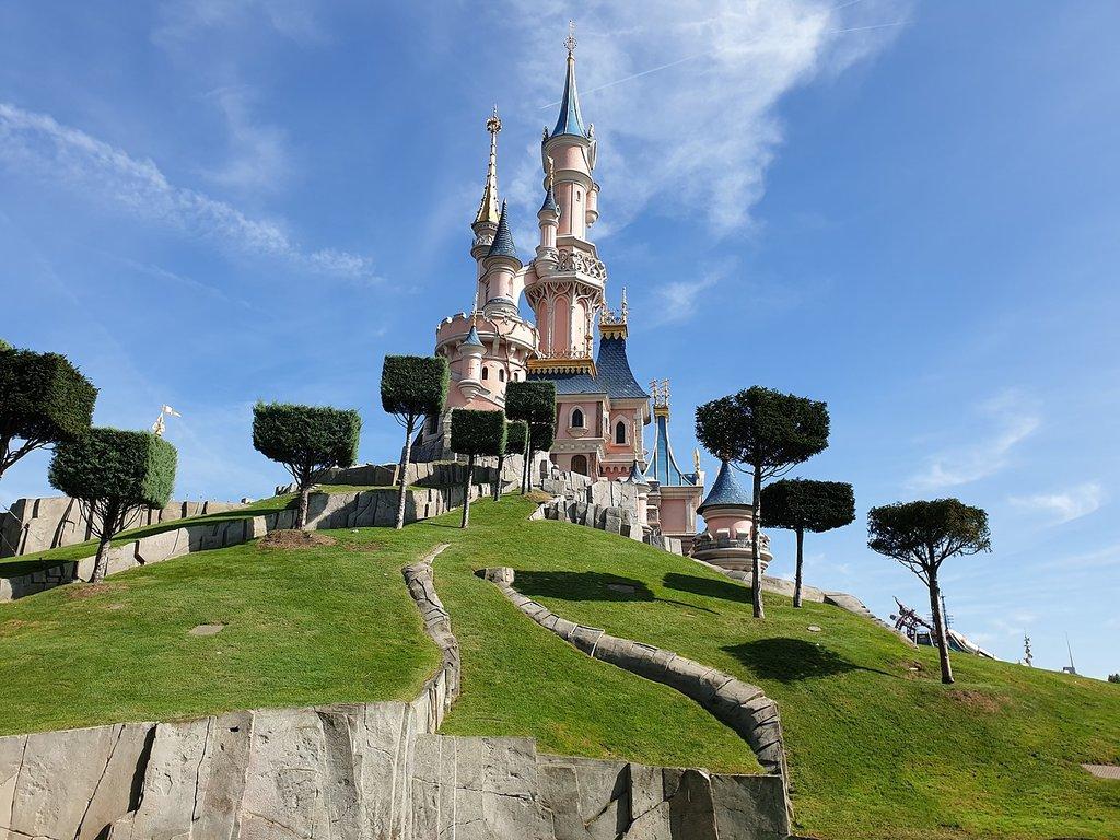 1440px-Sleeping_Beauty_Castle_at_Disneyland_Park_-_Paris_-_2019-09-06.jpg?1568976607