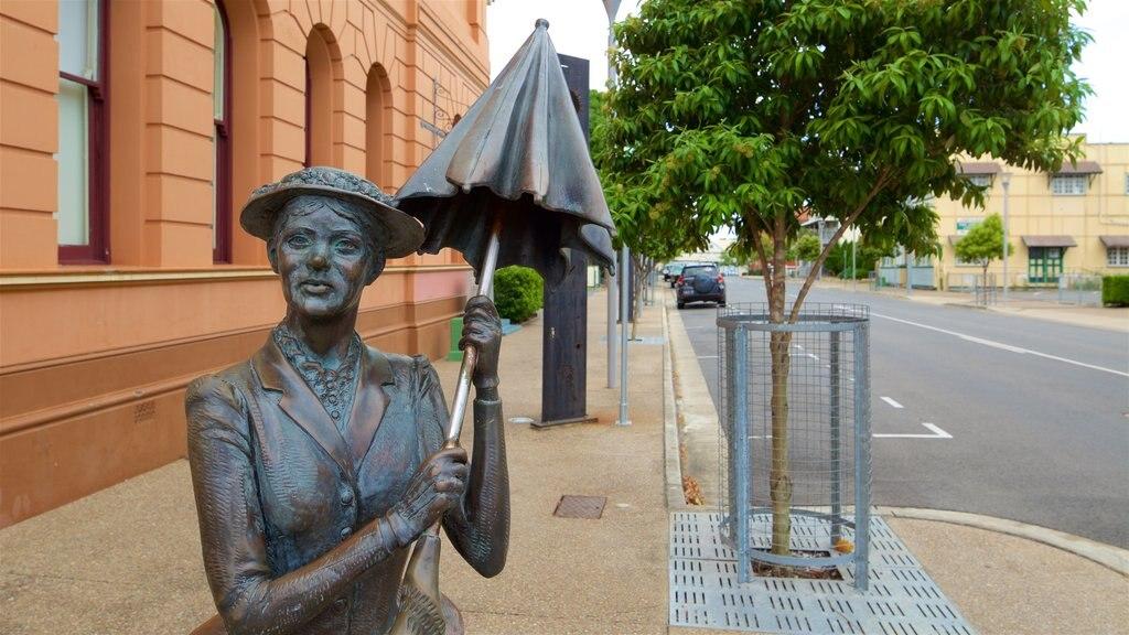 Maryborough ofreciendo una estatua o escultura