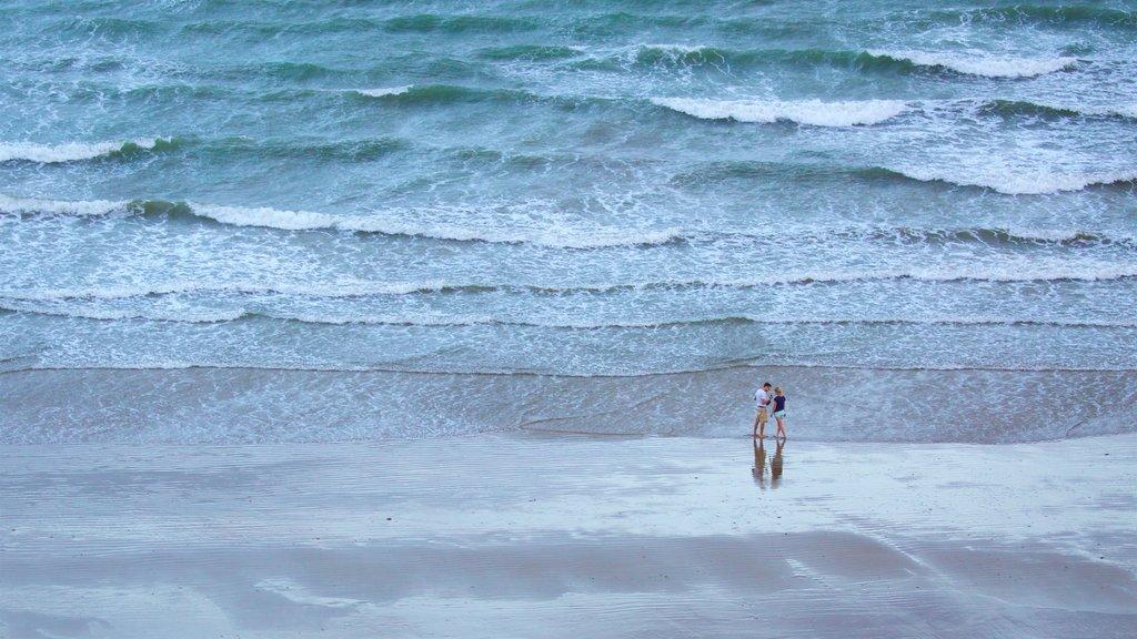 Yeppoon que incluye vistas generales de la costa y una playa
