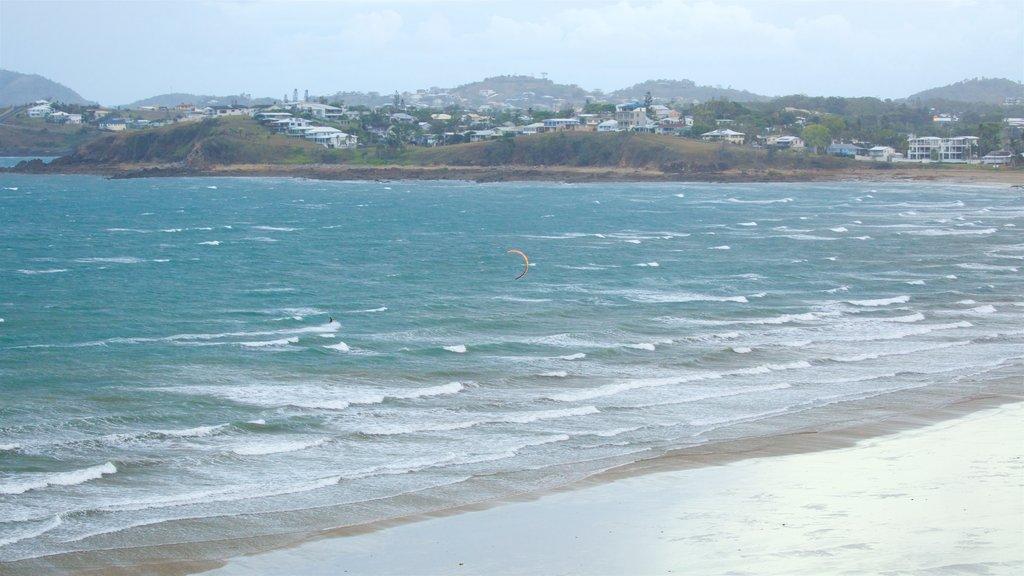 Yeppoon ofreciendo surf, kite surfing y una playa