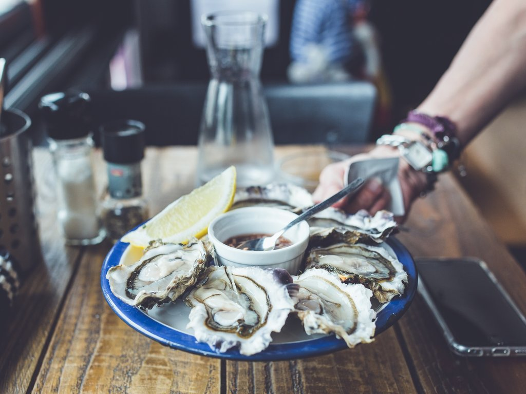 table-restaurant-meal-food-oyster-plate-52124-pxhere.com.jpg?1557826246