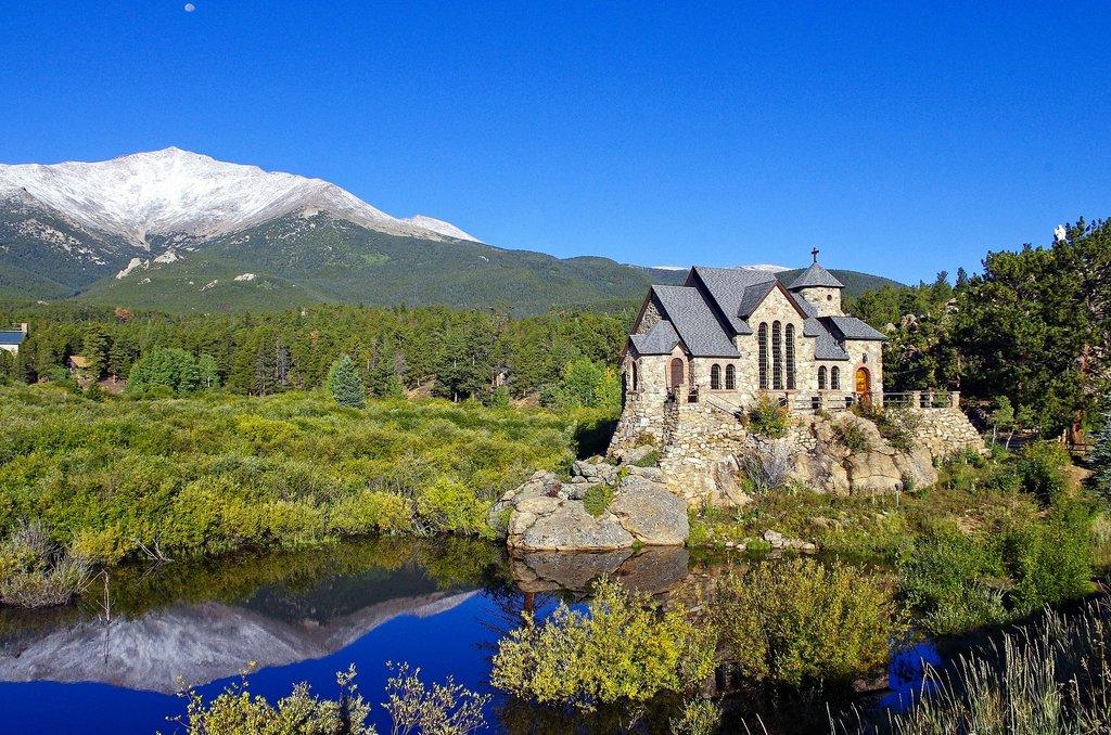 mountain-chapel-on-a-rock-3894635_1920.jpg?1560245765