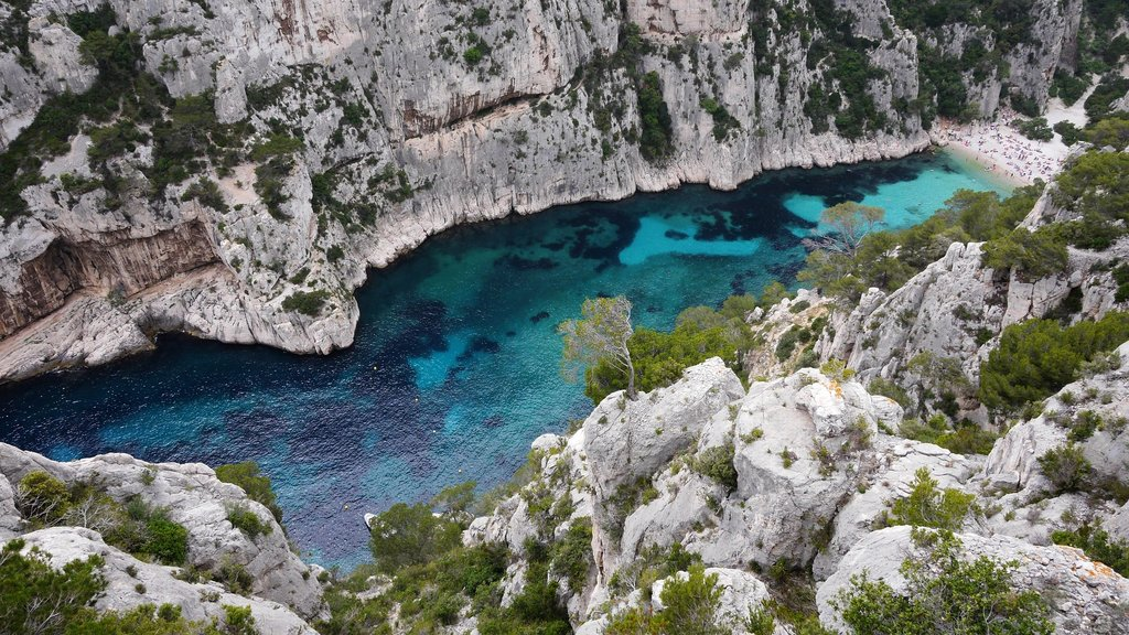 Calanques_Marseille.jpg?1560866124