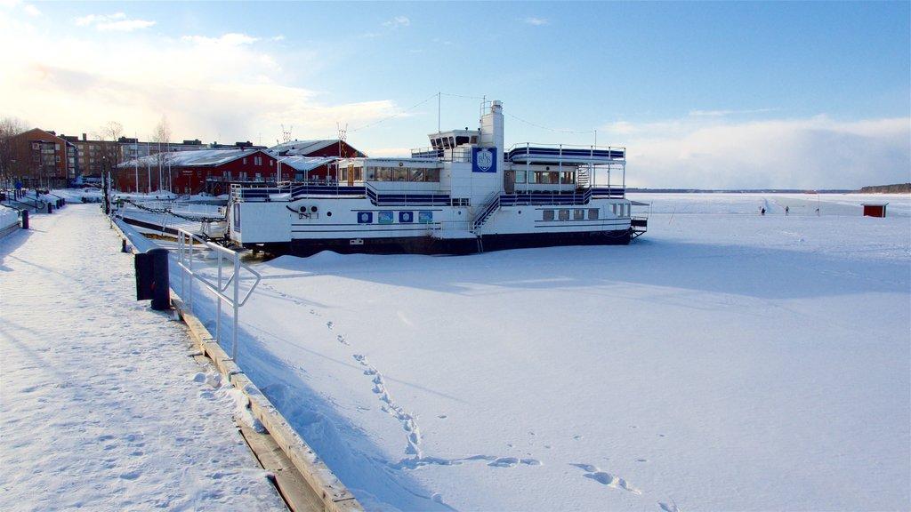 Lulea ofreciendo nieve y una marina