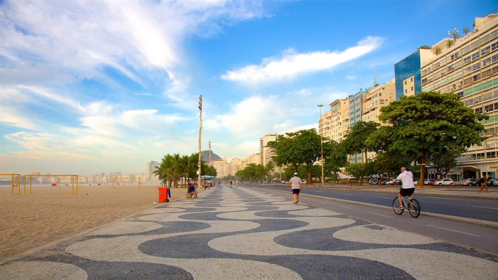 Zona Sul featuring street scenes, a sandy beach and a coastal town