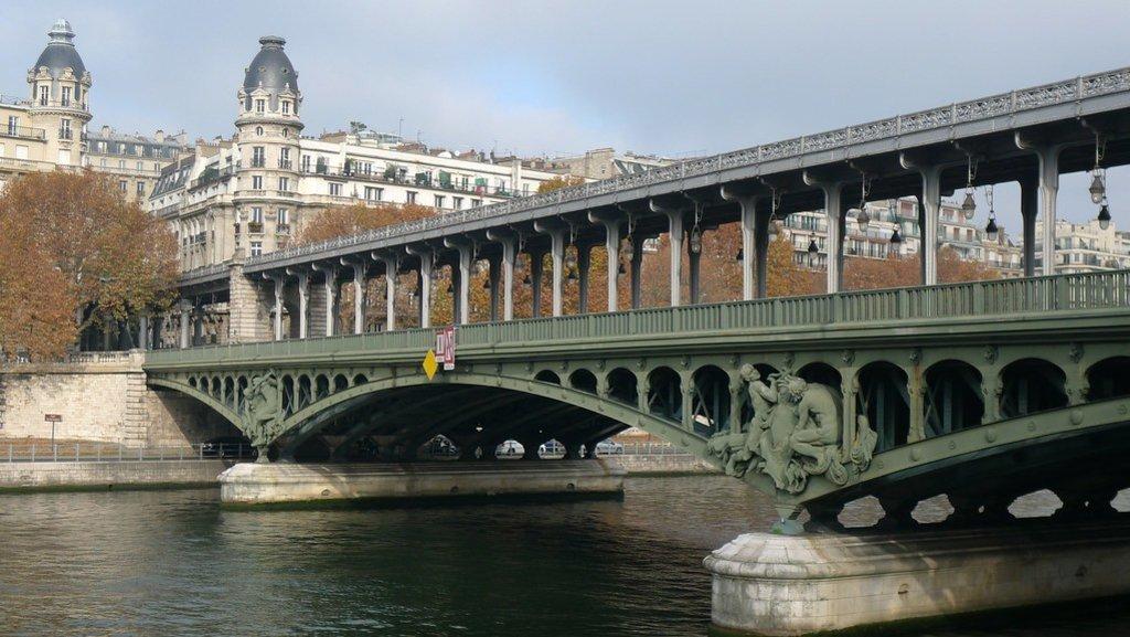 Pont_de_Bir-Hakeim.jpg?1559131682