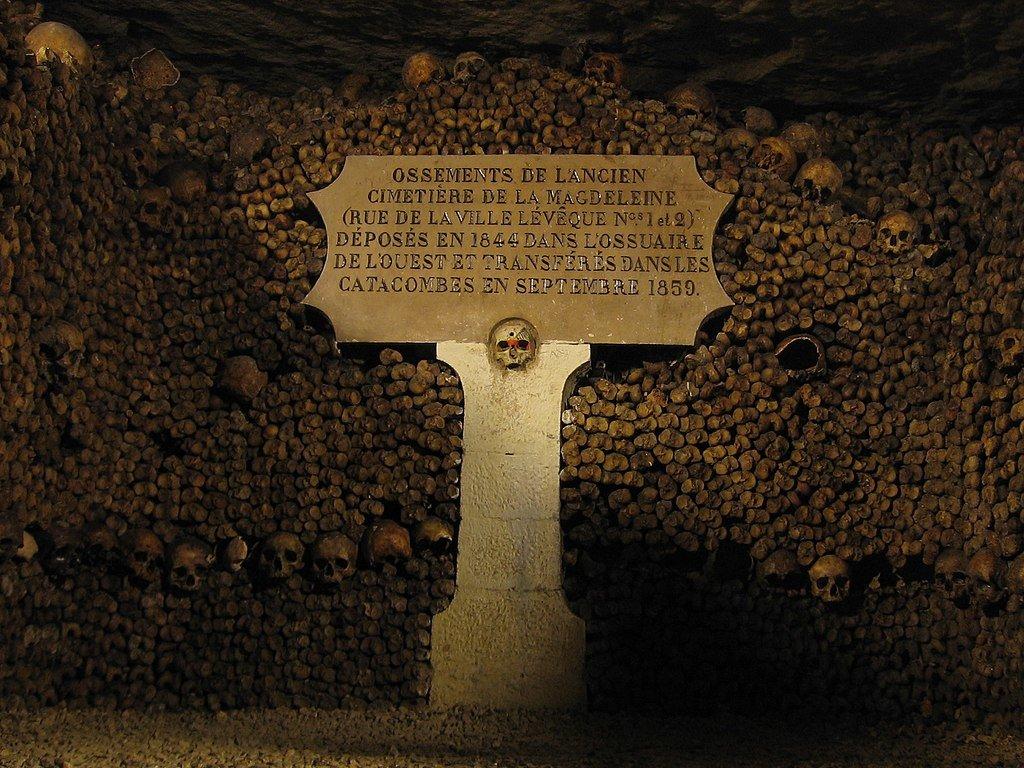 1024px-Catacombes_de_Paris.jpg?1569522556