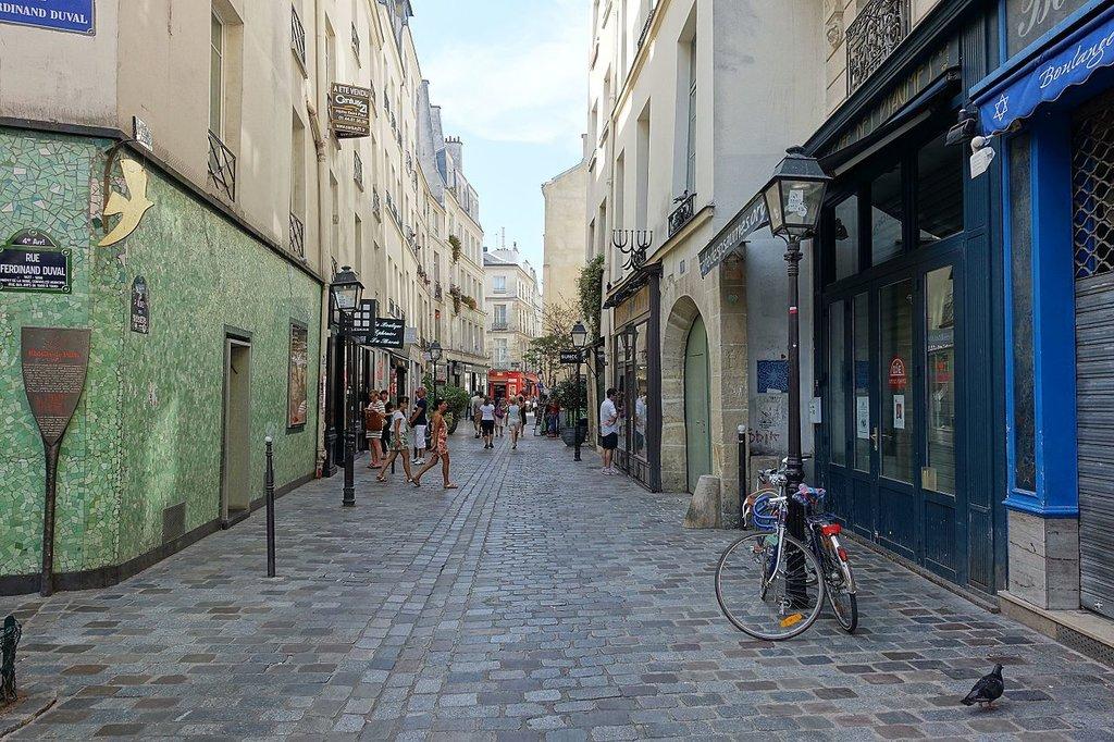 Jewish_quarter___Rue_des_Rosiers___Le_Marais___Paris_%2828644977324%29.jpg?1568234050