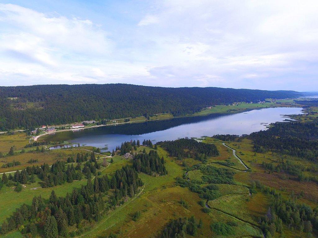 Lac-des-Rousses-aerial-3.jpg?1564558732