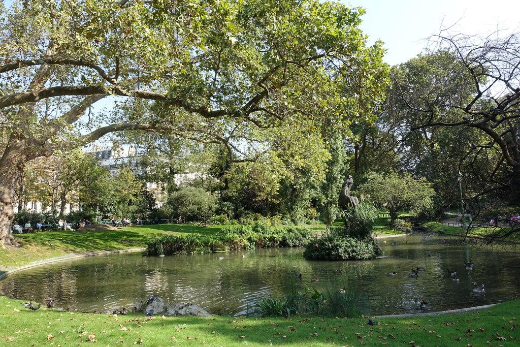 Square_des_Batignolles.jpg?1570622634