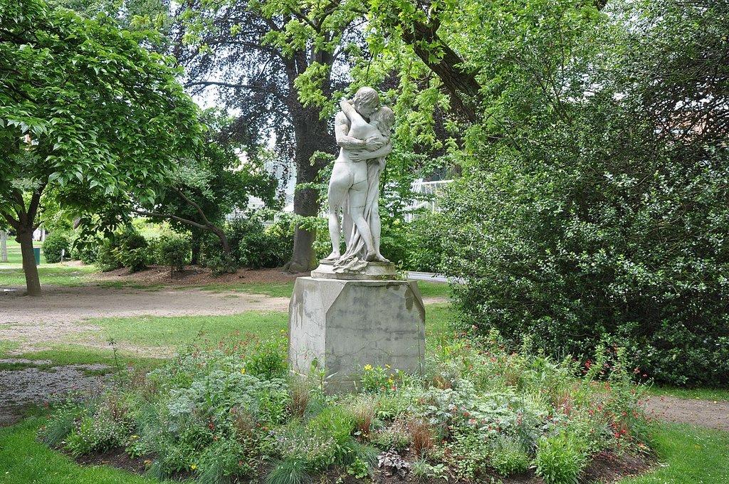 1280px-Sculpture__Jardin_des_Plantes__Toulouse__Midi-Pyre%CC%81ne%CC%81es__France_-_panoramio.jpg?1570631642