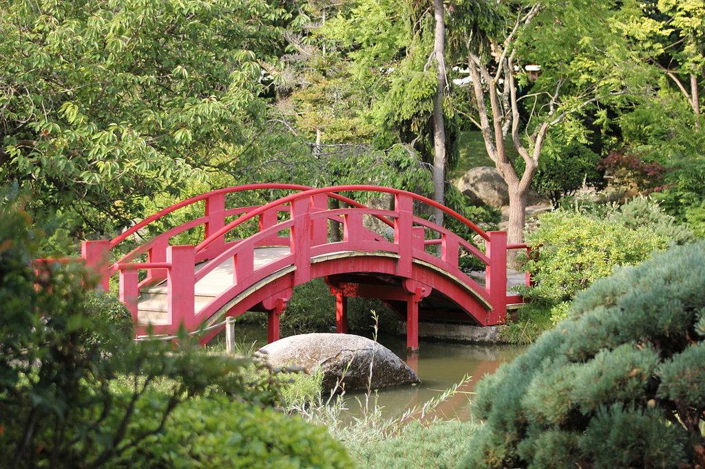 1280px-Pont_de_la_lune_au_jardin_japonais.jpg?1570631986