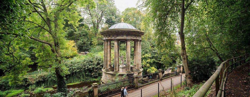 1920px-Edinburgh_-Water-Of-Leith_-St-Bernard