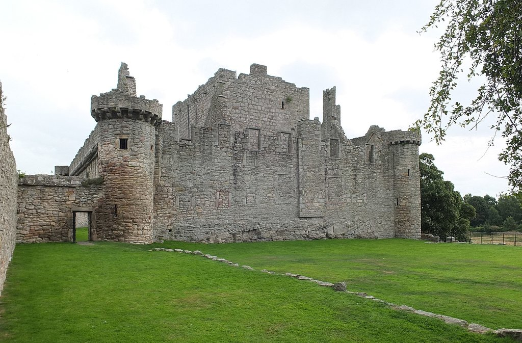 1644px-Edinburgh_Craigmillar_Castle_18.jpg?1571042706