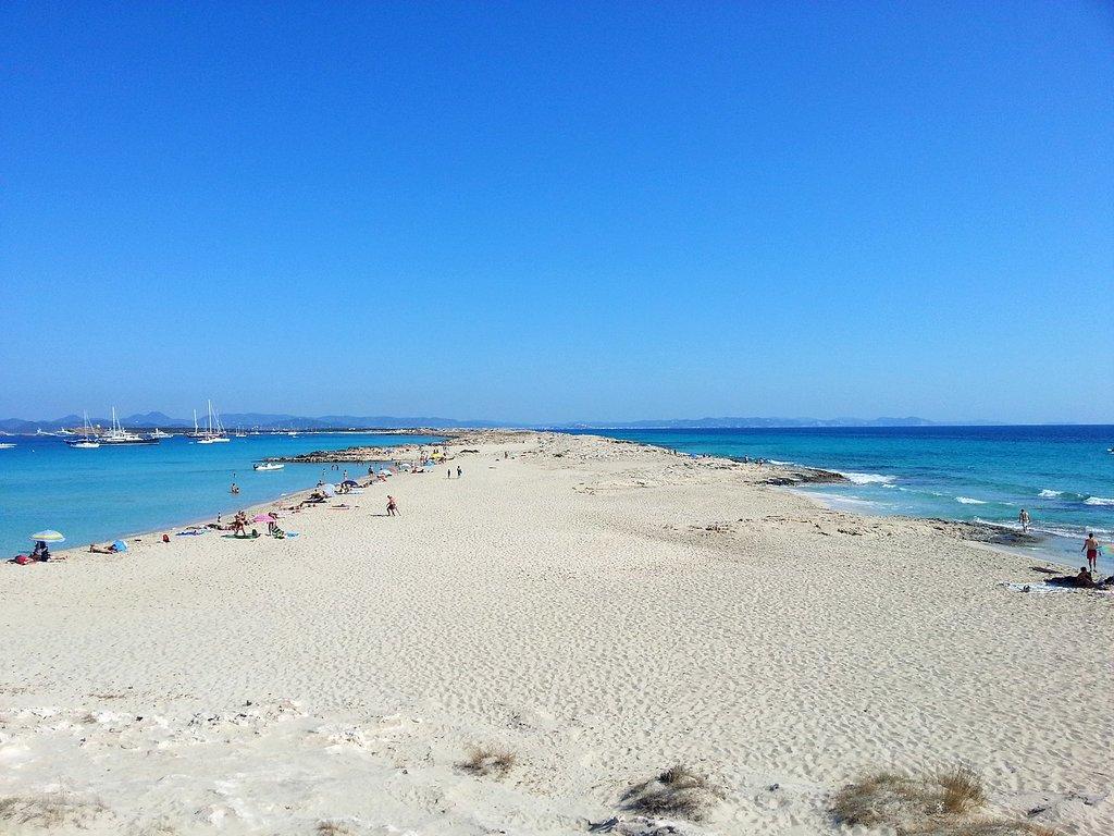1440px-Formentera_-_Platja_De_Ses_Illetes_-_panoramio_%281%29.jpg?1571059711