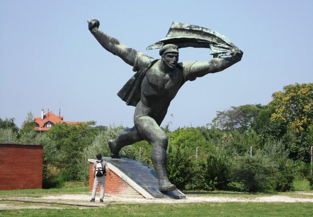 Republic_of_Councils_Monument__Memento_Park_2010__Budapest.jpg?1571916974