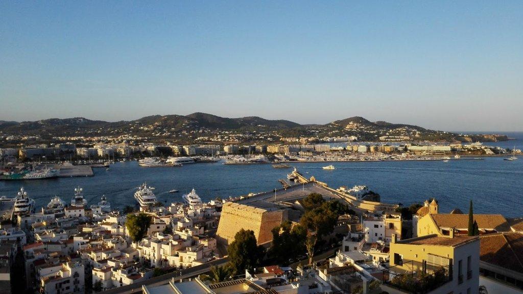 Sa_murada_d'Eivissa_des_de_Dalt_Vila.jpg?1571919404
