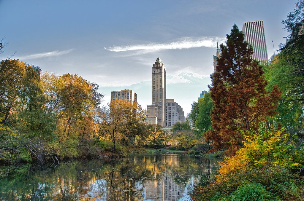 1631px-Southwest_corner_of_Central_Park__looking_east__NYC.jpg?1571926633