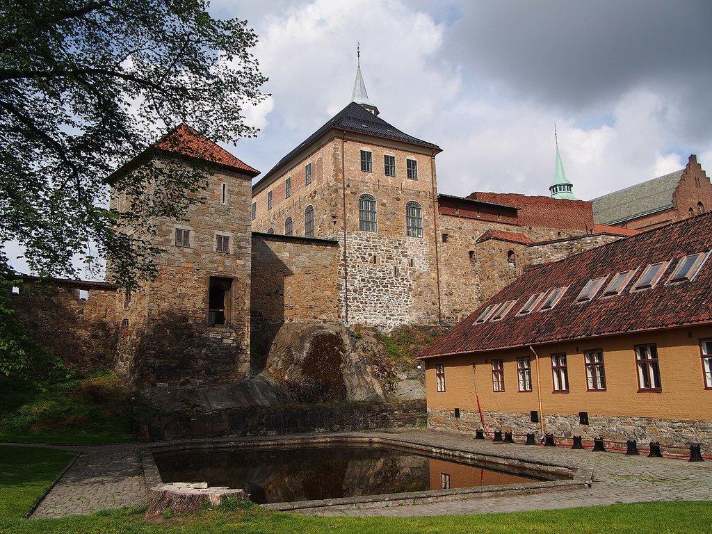 1440px-Akershus_Castle_-_2013.08_-_panoramio.jpg?1569921145