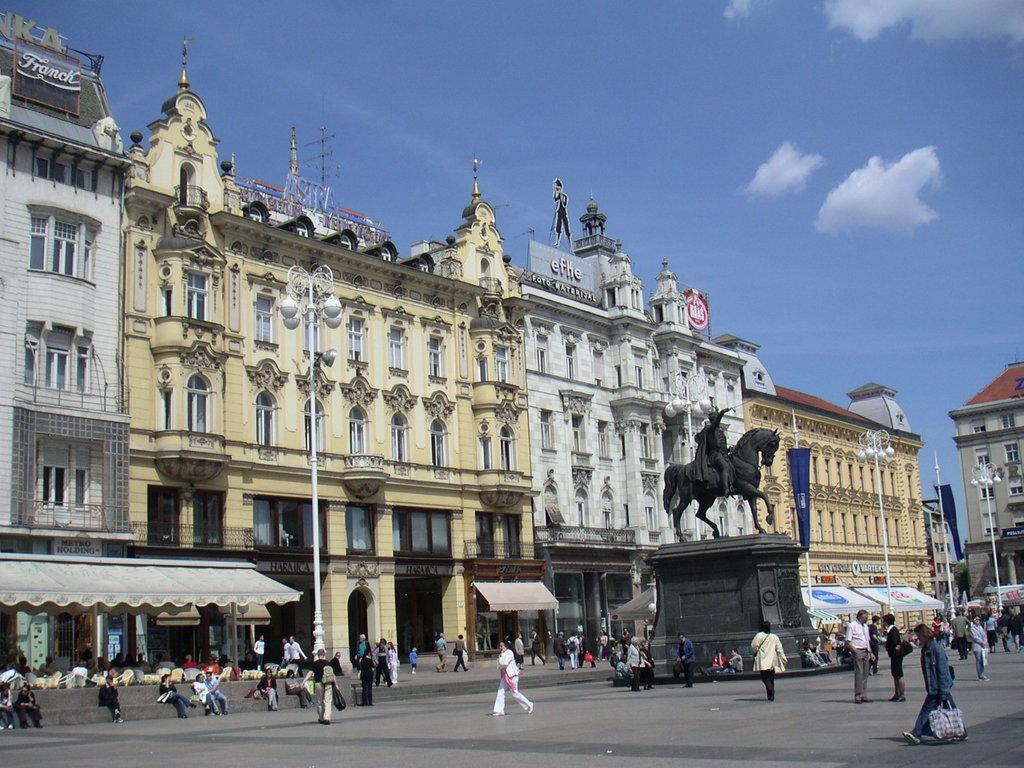 Zagreb_trg_bana_Jela%C4%8Di%C4%87a.jpg?1571129968
