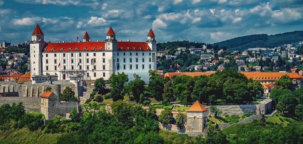 castle-bratislava-1905408_1920.jpg?1571147257