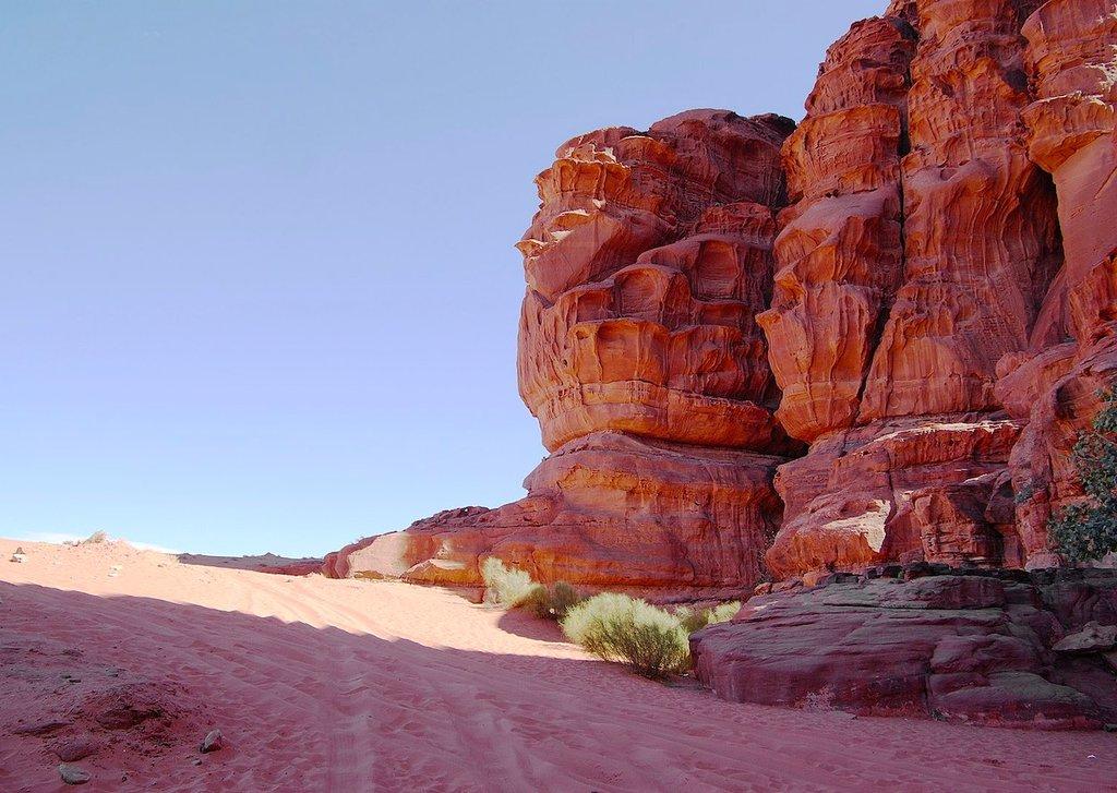 1613px-Wadi_Rum_BW_19.jpg?1565003271