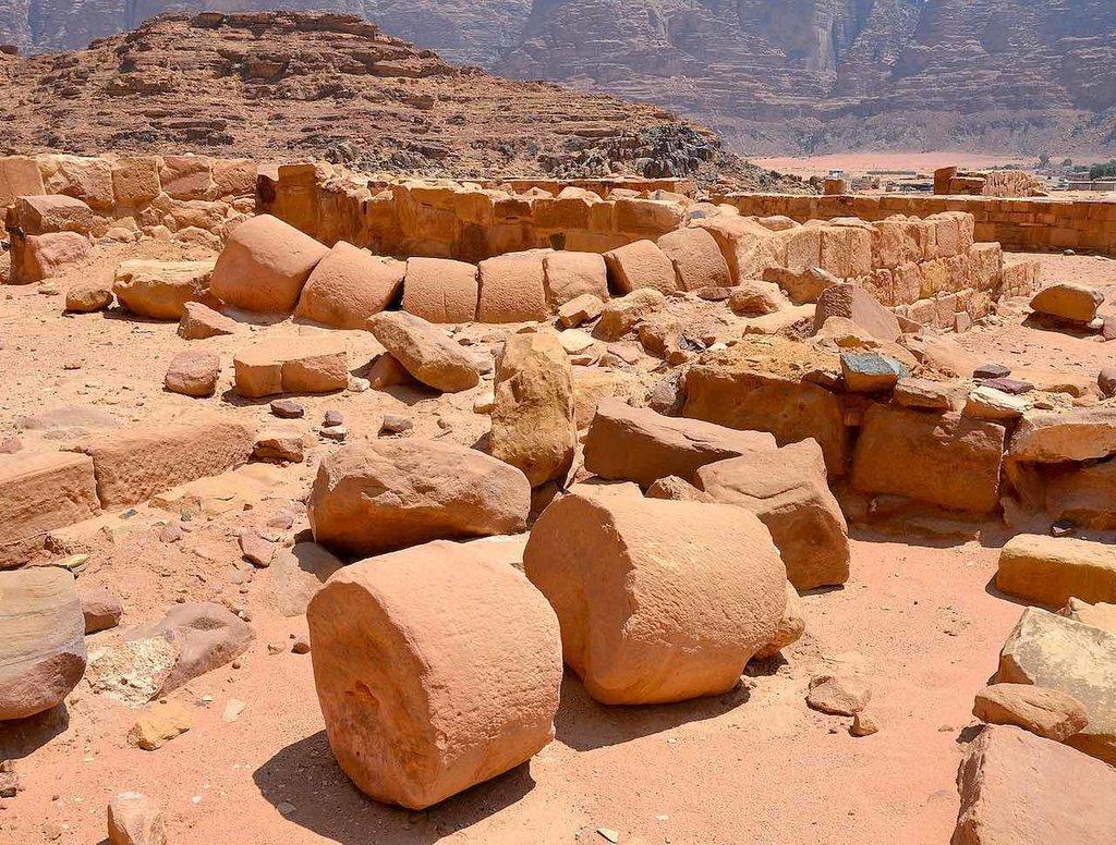 1631px-Remains_of_a_Nabataean_temple__Wadi_Rum__Jordan_%2833808374270%29.jpg?1565003944