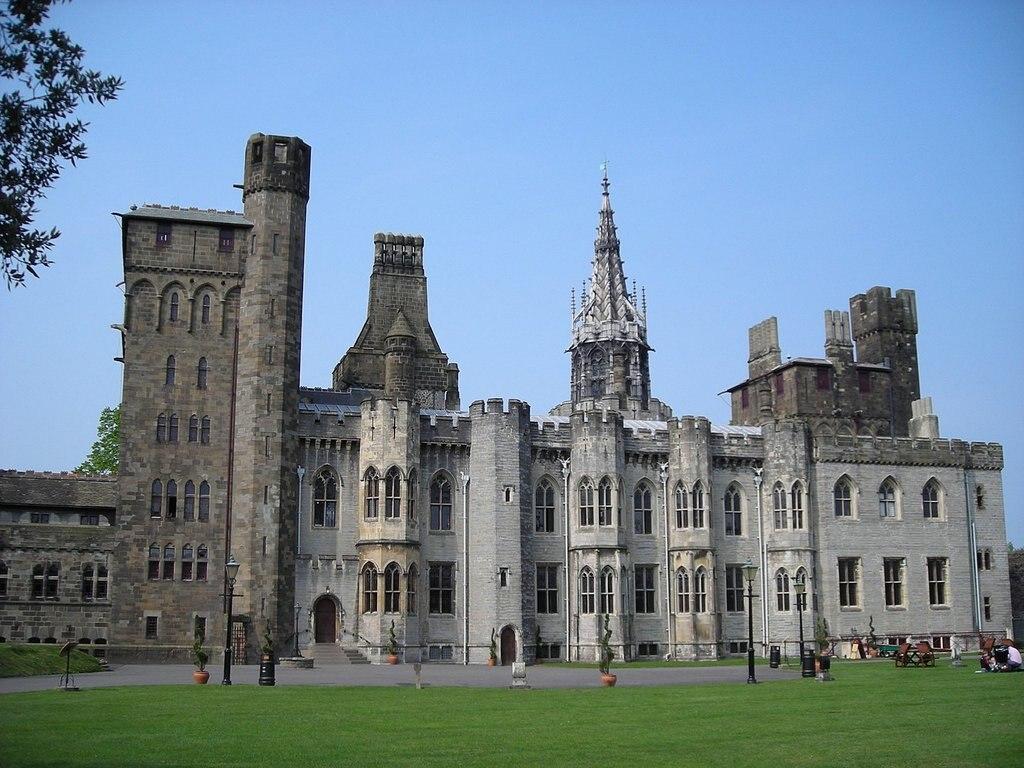 1440px-Cardiff_Castle.jpg?1572951886