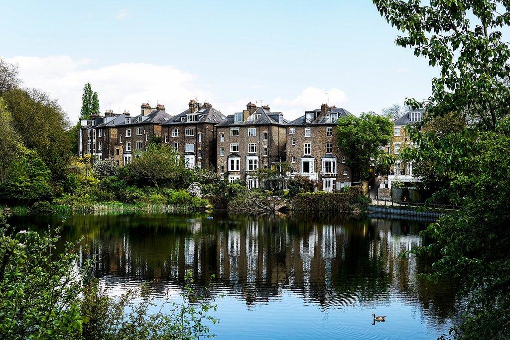 1620px-Hampstead_Heath__London__United_Kingdom_%28Unsplash%29.jpg?1573136025